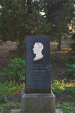 Памятник Л.Н. Толстому на Историческом бульваре Севастополя
