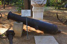 Ствол гармати зразка 1804 року на Історичному бульварі Севастополя