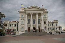 Центральний фасад севастопольського Палацу дитинства і юності