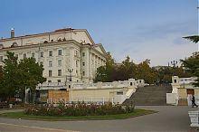 Центральний вхід Приморського бульвару біля театру ім. Луначарського