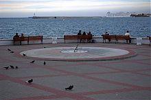 Сонячний годинник на набережній севастопольського Приморського бульвару