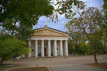 Центральний фасад церкви святих Петра і Павла в Севастополі