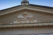 Центральний фронтон севастопольського Петропавлівського храму