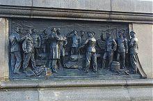 """Горельеф """"Беседа с матросами"""" памятника Нахимову в Севастополе"""