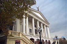 Центральная галерея севастопольского театра им. А.В. Луначарского в Севастополе