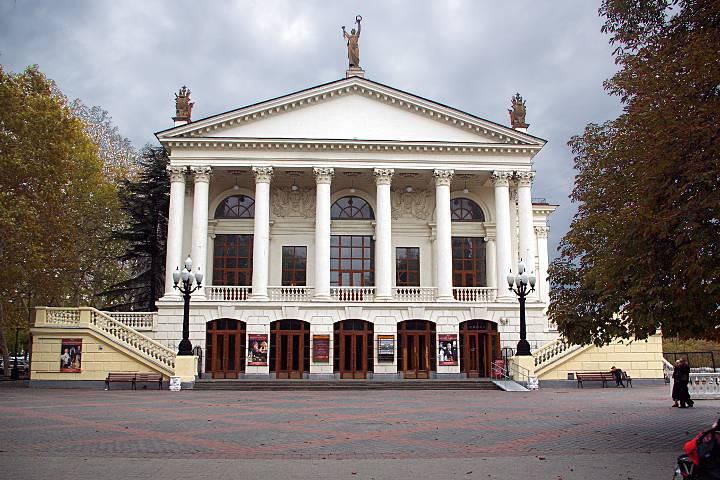 Театр луначарского сайт в севатополе бесплатный хостинг hoha